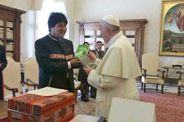 Evo le pide a Francisco  canonizar a Luis Espinal