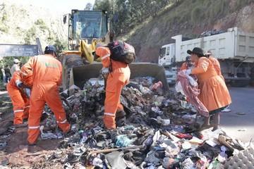 Campaña recoge 60 toneladas de basura por Cal Orck'o