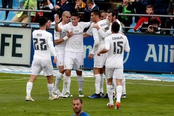 Benzema y James conducen al Real a un valioso triunfo