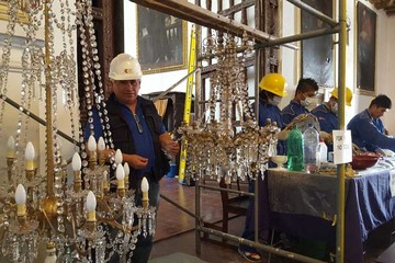 Restauran las lámparas  antiguas de San Lázaro