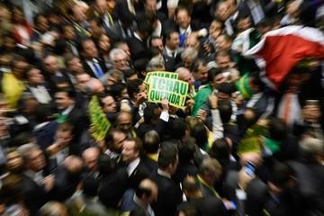 El mercado reacciona con recelo al avance del juicio contra Dilma