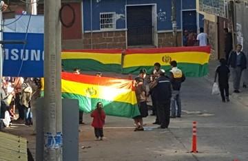 Sucre: Intendencia Municipal retira puestos de venta instalados sobre la calle Ostria Reyes