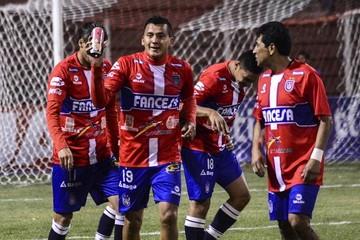 Universitario da catedra en Potosí con una goleada sobre Real