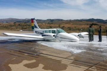 Avioneta de la FAB rompe tren y cierran aeropuerto