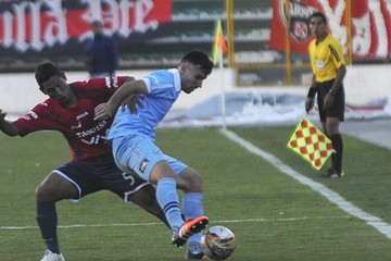 Wilstermann se aleja más con la punta tras vencer 2-0 a Bolívar en La Paz