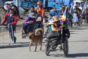 Los discapacitados dicen que no se irán sin el bono