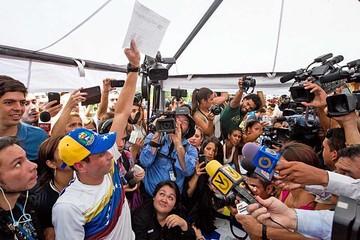 Venezuela: Recolectan  firmas para revocatorio