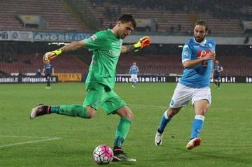 Nápoles se afianza en el segundo lugar con goles de Higuaín