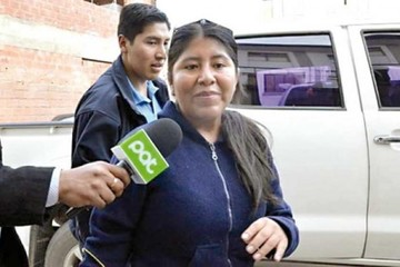 Choque involucra a la ministra Valdivia en reuniones con Quintana