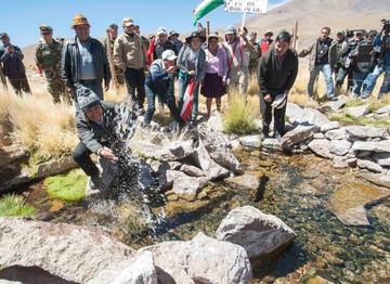 Morales anuncia campaña internacional en defensa de las aguas del manantial Silala