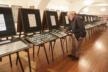 Inauguran exposición de  monedas de antigua data