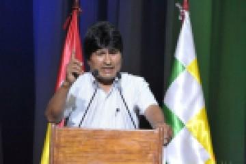 """Evo Morales califica de """"agresión a Bolivia"""" la instalación de base militar chilena"""