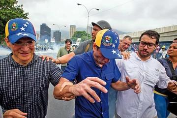 Chavismo y oposición suben la tensión social