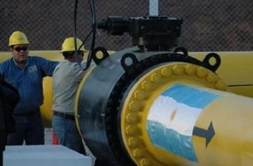 Experto alerta que Bolivia podría pagar multa por incumplir envíos de gas a Argentina