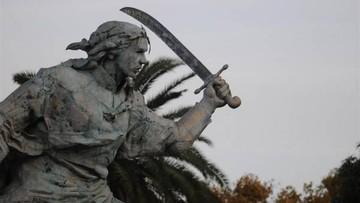 Monumento de Juana Azurduy en Buenos Aires se encuentra en muy mal estado