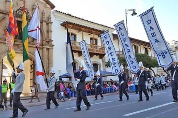 Desfiles cívicos destacan en jornada de homenaje