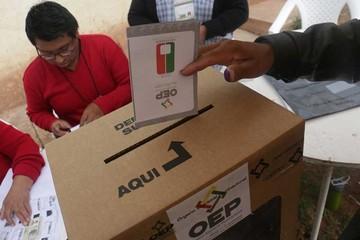 Crece polémica por nueva  consulta para reelección