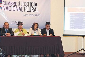 Cumbre: Asamblea alista plan y abogados tienen poco interés