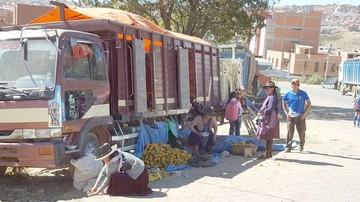 Vendedores toman la avenida Juana Azurduy