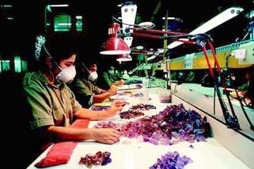 Meyer buscará piedras preciosas en Chuquisaca