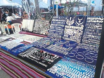 Artesanos locales se lucieron con sus trabajos en feria