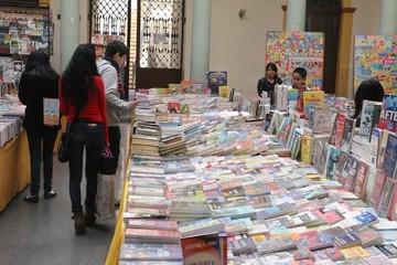 Obra de Vargas Llosa es la favorita en Feria del Libro