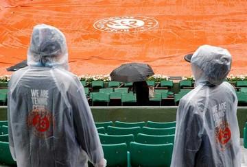 La lluvia obliga a  suspender la jornada del Roland Garros