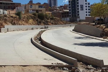 Exigen a ISSA Concretec concluir avenida Azurduy