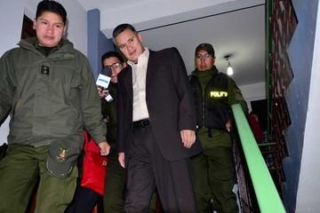 Gobierno suma querellas y quita  la matrícula de abogado a León