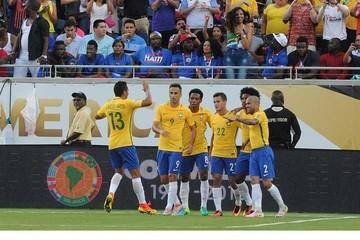 Brasil cumple las expectativas y se  acerca a cuartos
