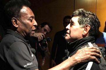 Maradona y Pelé hacen las pases en París y critican a Messi
