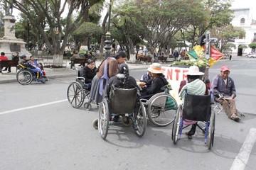 Discapacitados marchan en homenaje a sus muertos