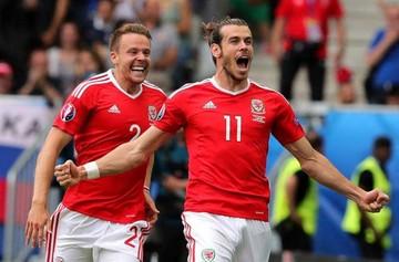 Inglaterra tropieza y Gales lidera