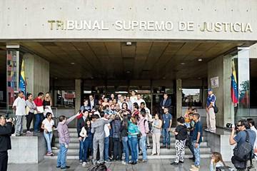 Venezuela: El chavismo busca invalidar consulta