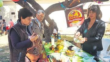 Residentes de Padilla exponen sus tradiciones