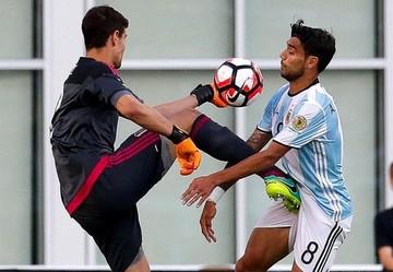 Higuaín y Messi liquidan a Venezuela y meten a Argentina en semifinales