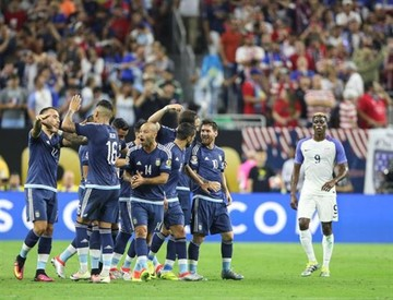 Argentina golea y le quita el sueño al anfitrión