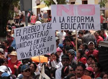 México convoca a maestros a reunión
