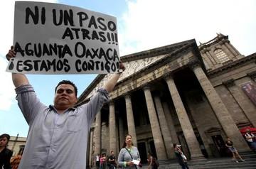 Gobierno y maestros dialogan en México