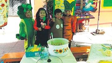 Enseñan a niños a consumir verduras