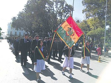 Liceo Mujía conmemora 103 de años de fundación