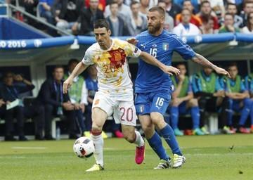 Italia pone fin  al ciclo de España e Islandia sorprende