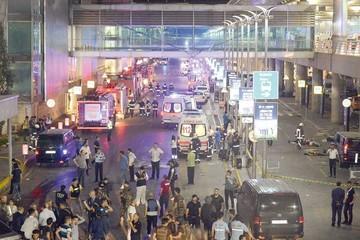 Atentado en aeropuerto deja decenas de víctimas