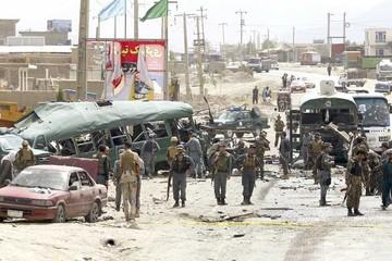 Los talibanes reavivan guerra en Afganistán
