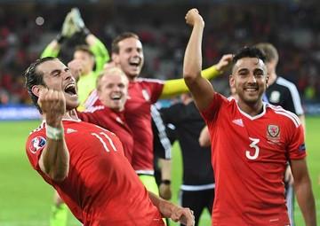 Gales continúa haciendo historia