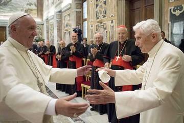 Benedicto XVI y Francisco I,  la fraternidad entre dos papas