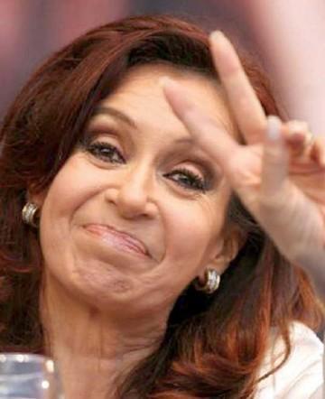 Cristina regresa a Buenos Aires tras allanamientos