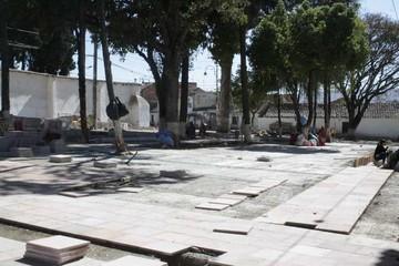 Alcaldía reinicia obras en plaza del Cementerio