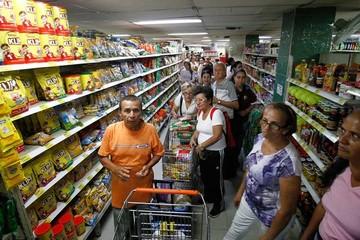 Ola de venezolanos entra a Colombia en busca de alimentos