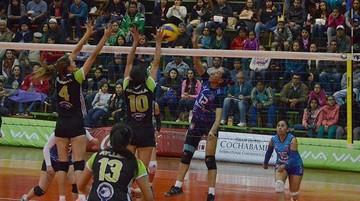 "Voleibol: La ""U"" tropieza"